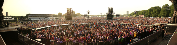crowd-panoramic.jpg